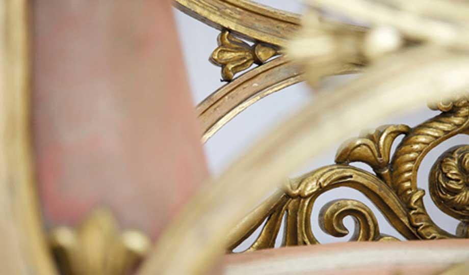 Restaurierung eines in Gold gefassten Armlehnensessels, Anfang 19. Jh., Schloß Glücksburg